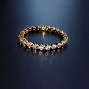 18k Gold Floating Eternity Infinity Band Round